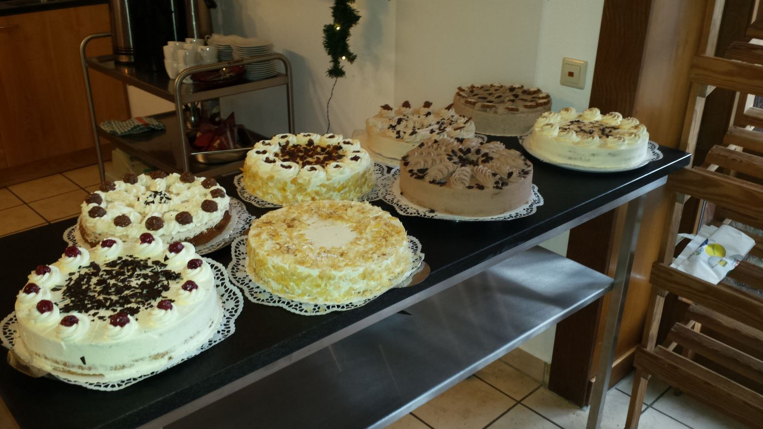 Kuchenbuffet im Hofcafe May